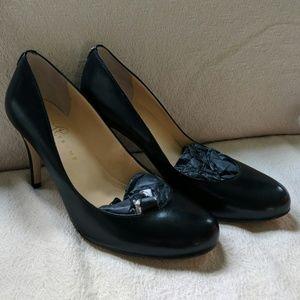 Ivanka Trump black leather heels (10M)